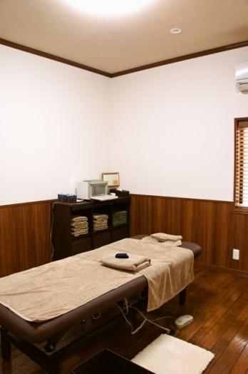 室内はリラックスできるように色調、空間の広さに拘っています。